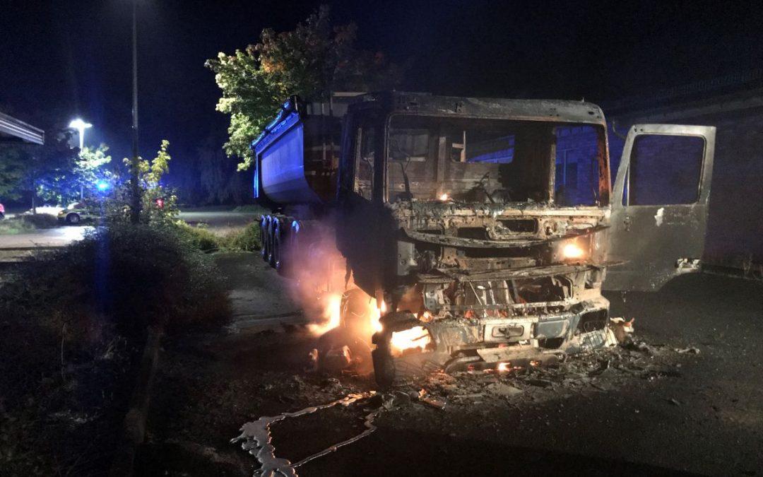 LKW ausgebrannt: Brandursache noch unklar