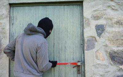 Bewohnerin schlägt Angreifer in die Flucht