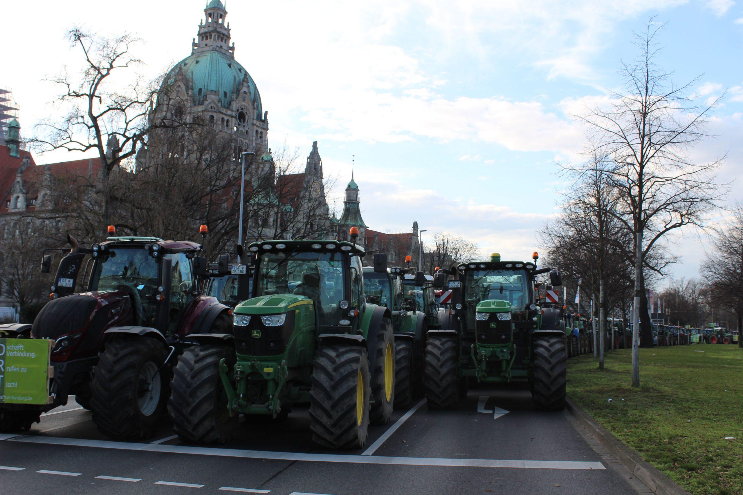 Bauern und Klimaaktivisten streiken in Hannovers Innenstadt